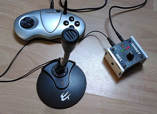 Microphone with Shoutbox and adapted Gamepad