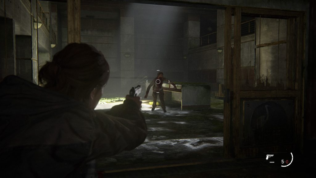 Screenshot showing Ellie aiming at an infected and the Lock-On Aim crosshair over the centre of their body.