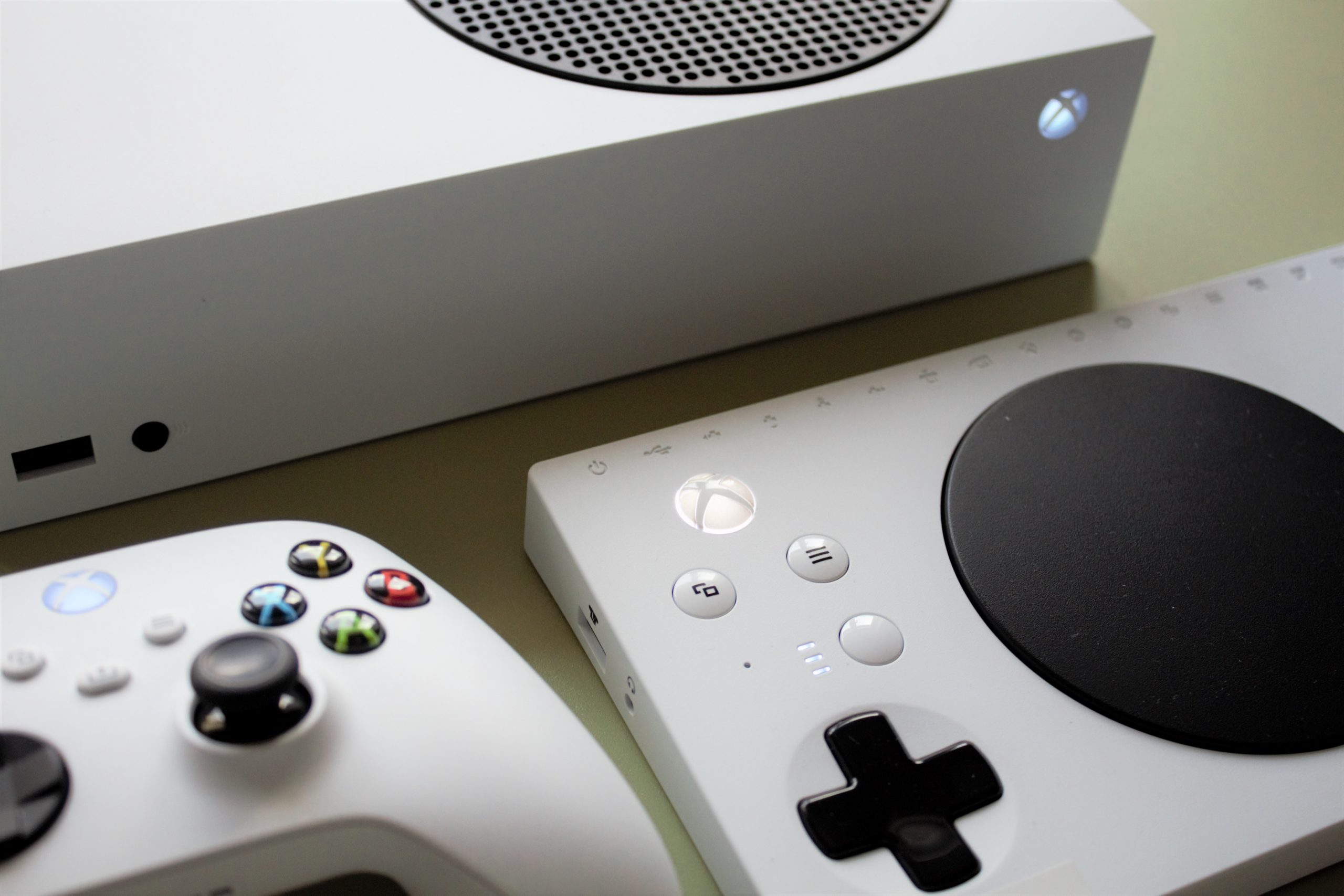 Close up photo of the Xbox Series S console, a standrad controller and an Xbox Adaptive Controller.